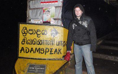 Pilgrimsvandra upp för Adams Peak – Sri Pada