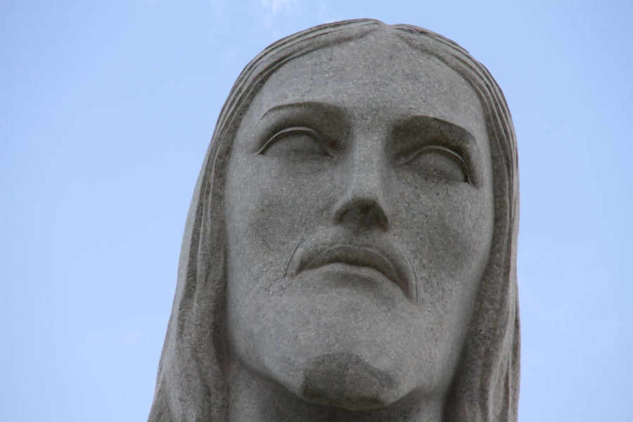 statue-of-christ-the-redeemer-closeup