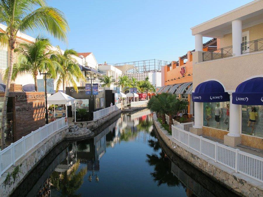 La-isla-shopping-village