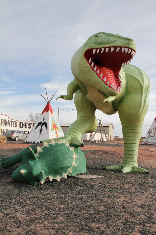Giants along Route 66: Giant Dinosaurs @ Rainbow Rock Shop