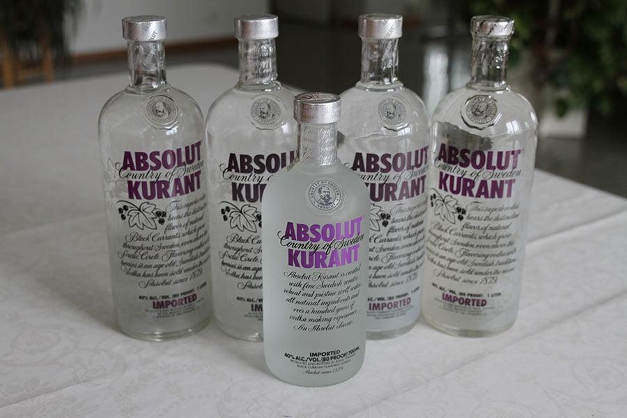 Absolut Kurant 4 x 1 liter (1 is a thincap) & 1 x 0,7 liter