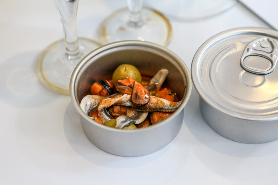 anchovies in vinegar with Murex clams