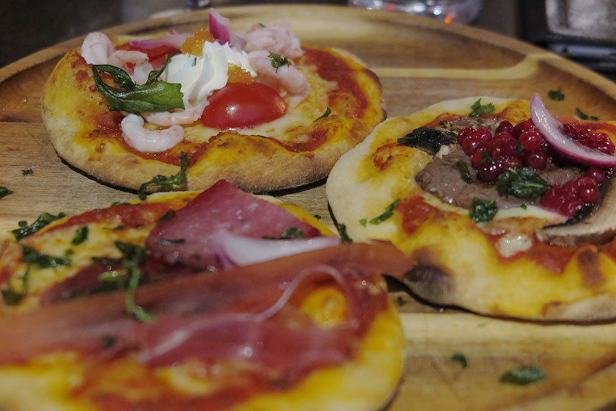 My choice of stone baked gourmet pizzas were Deer filet with lingonberries, portabello and onions. Aptit and Salut: Prosciutto, iberico chorizo, truffle salami and truffle oil. Whitefish roe from Kalix: Peeled shrimps, tomatoes and cream cheese.