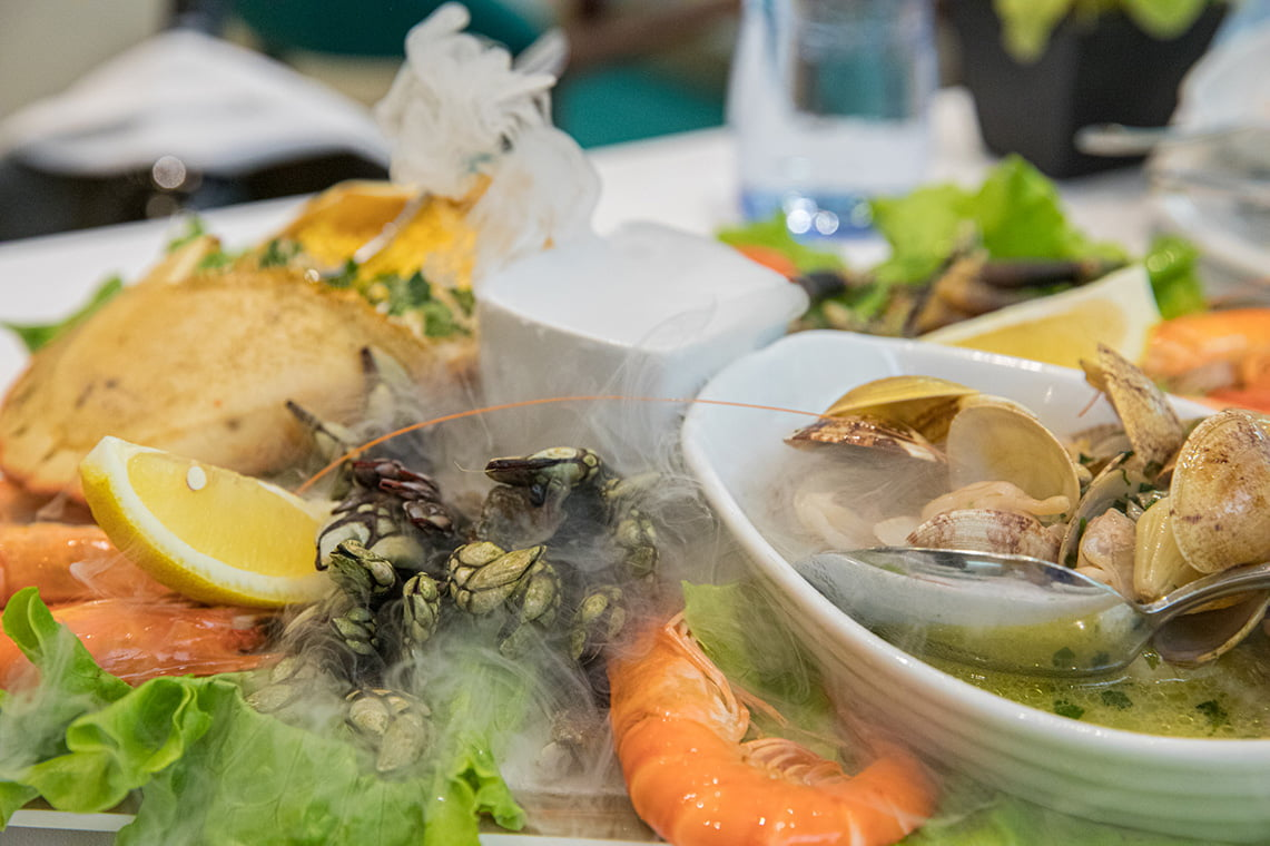 shrimps, clams, crab and percebes.
