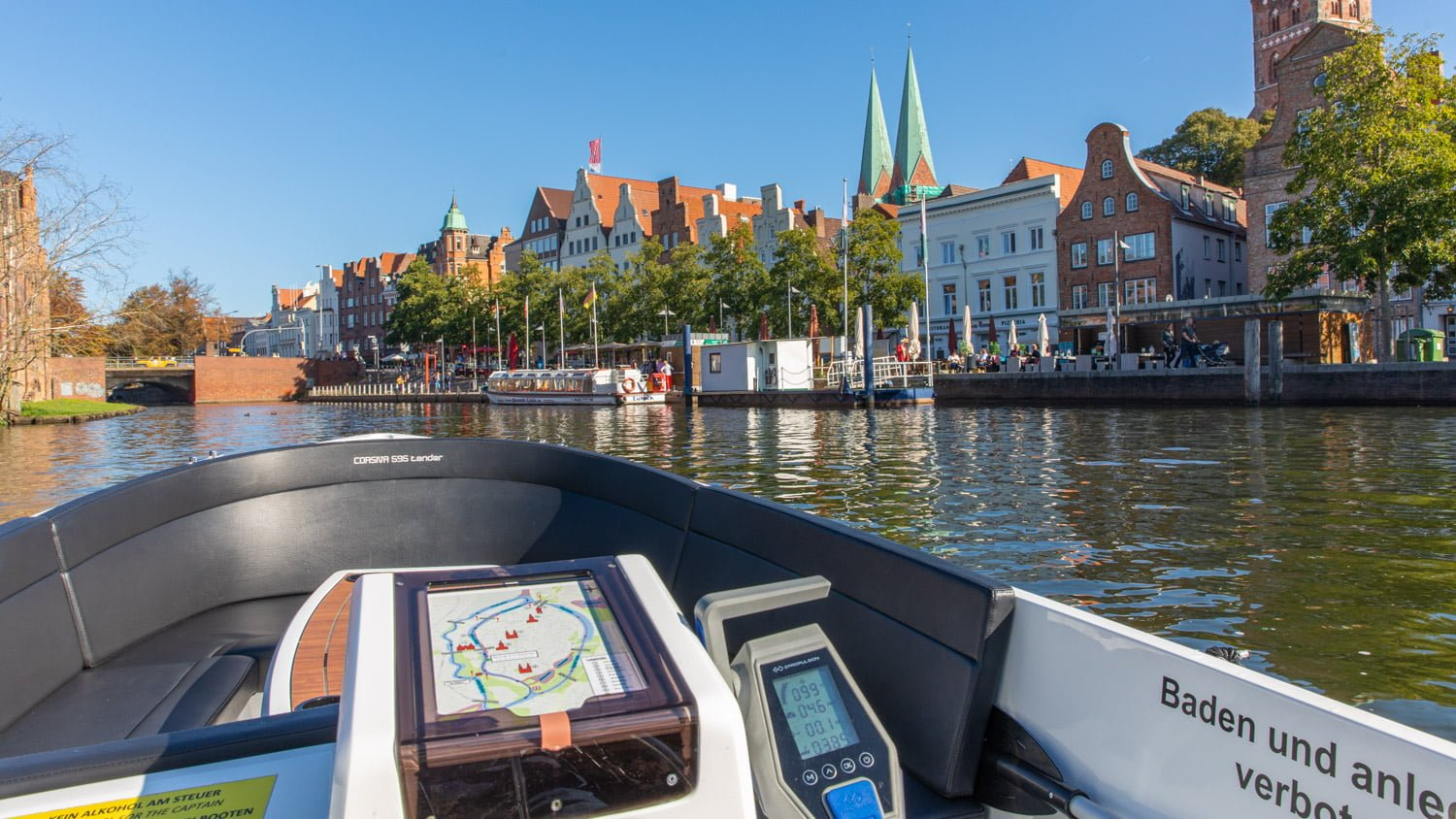 Boat tour around Old Town