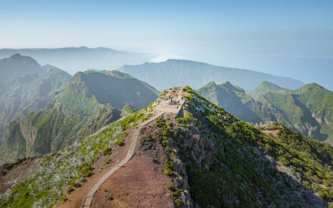 Peak to Peak walk in Madeira – Vereda Do Areeiro PR1