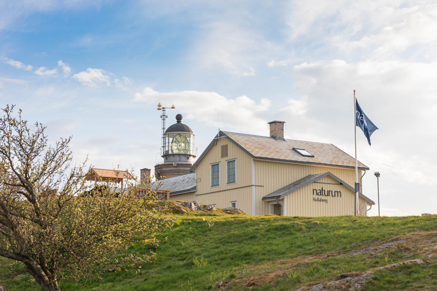 Visiting Kullens lighthouse and the caves