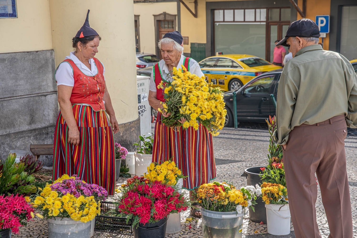 Farmers Market - Mercado Dos Lavradores - Ladys selling flowers at the market