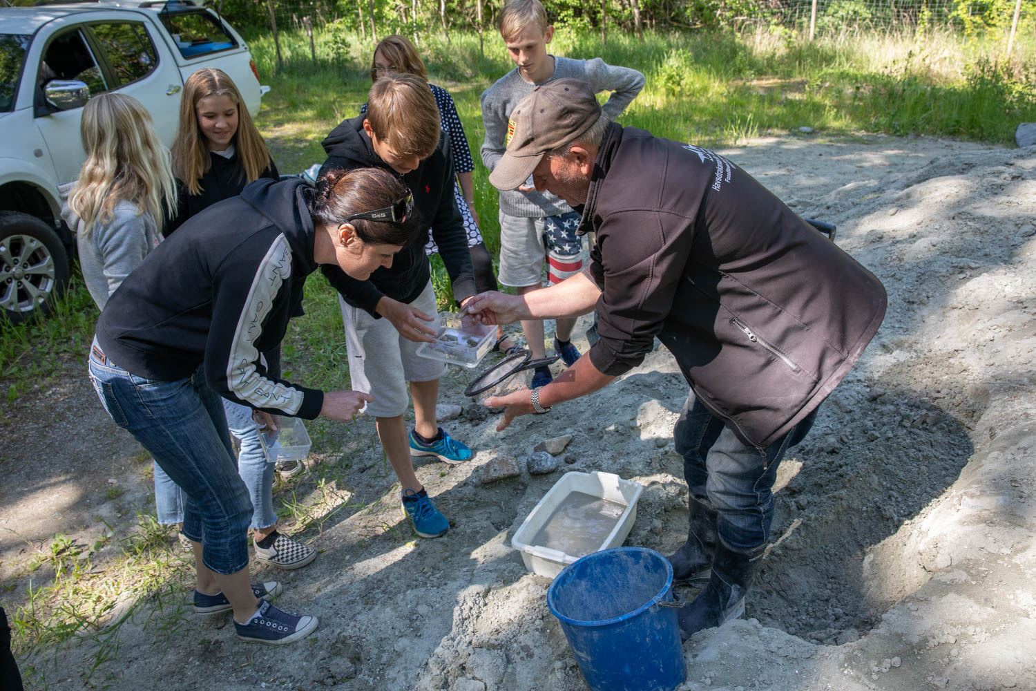 Filip gives information about the fossil finds