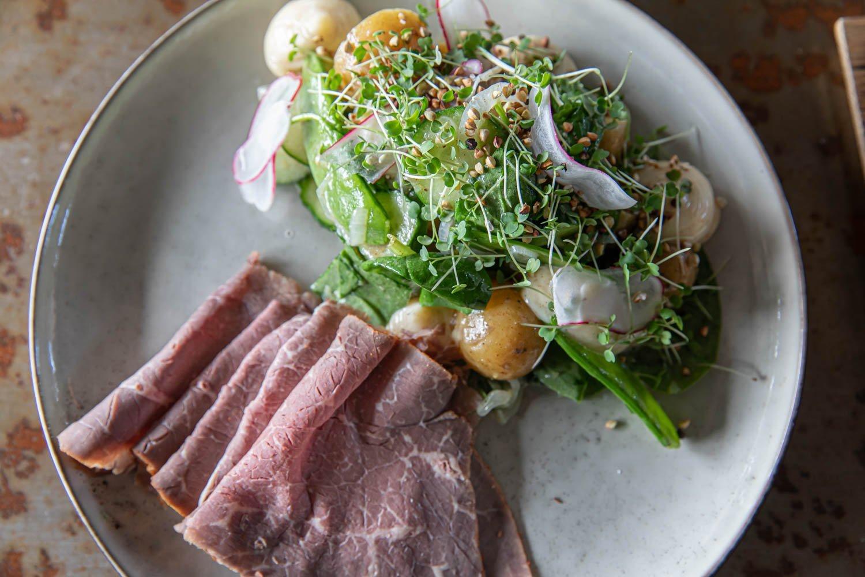 Salad with roast beef at kulinariet