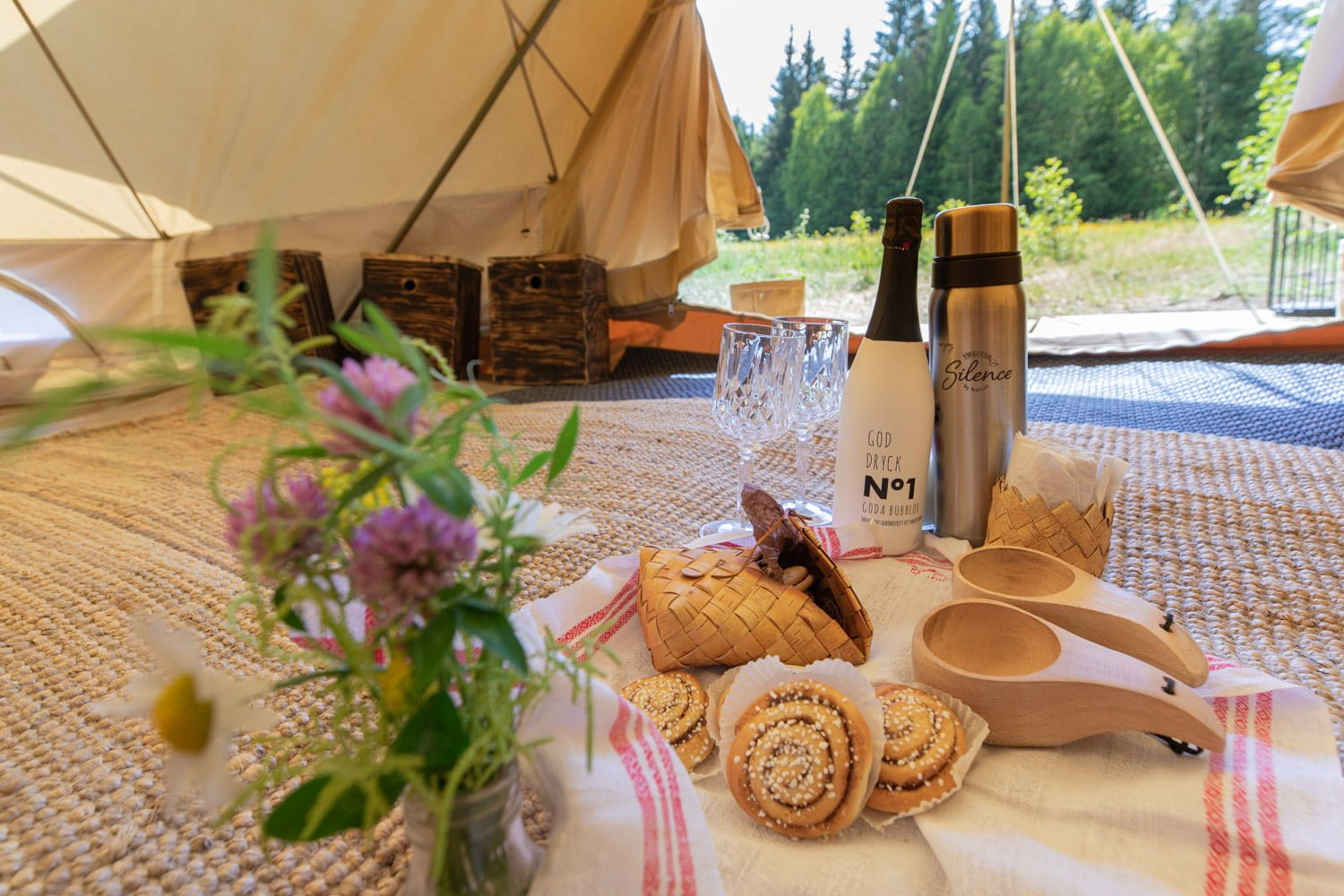 A warm welcome at the glamping in Dalarna - Sweden