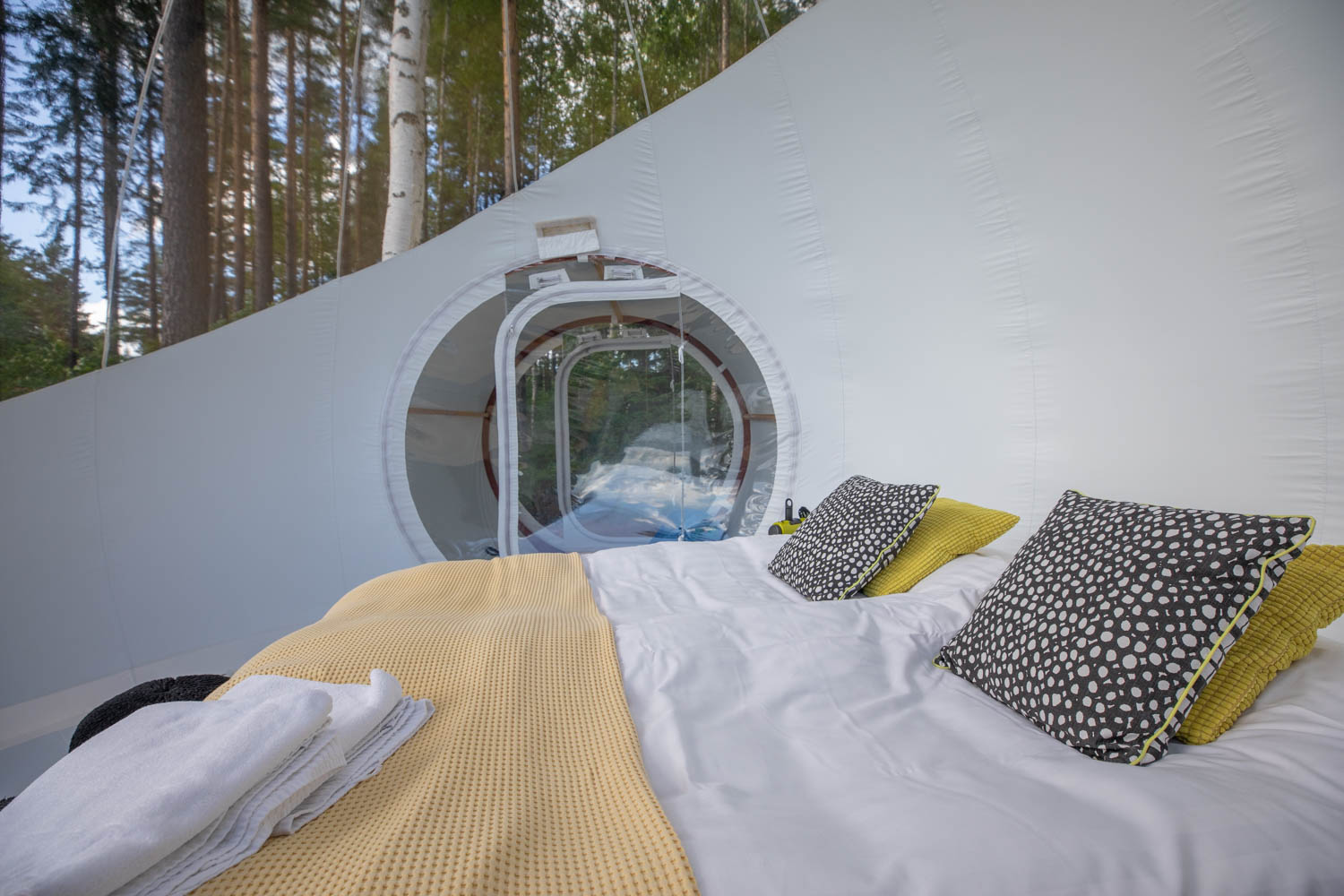 Experience the bubble hotel